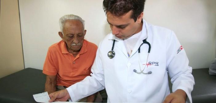 Senado examina projeto que estabelece piso de R$ 10,9 mil para médicos